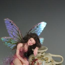 Ariadne sleeping on teacup_03