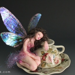 Ariadne sleeping on teacup_09